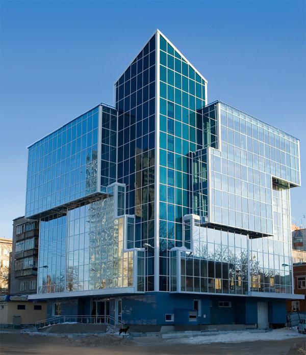 современное здание из стекла