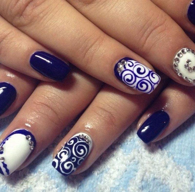 Тёмно-синий дизайн ногтей