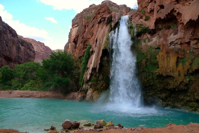 Водопад Хавасу многие считают жемчужиной Большого Каньона благодаря изумрудно-зеленому цвету воды и уникальной красоте.