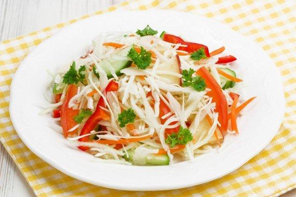 салат весенний рецепт с капустой и огурцом и болгарским перцем