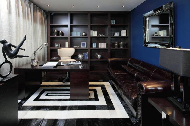 Домашний кабинет сильно отличается от офисного.. В нем меньше холодной функциональности, больше уюта и домашней теплоты, помогающей и полноценно работать, и полноценно отдыхать.