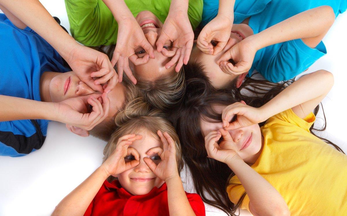 Задачи: • способствовать поднятию настроения у детей; • обогащать впечатления детей; • развивать эмоциональную отзывчивость и восприимчивость детей.