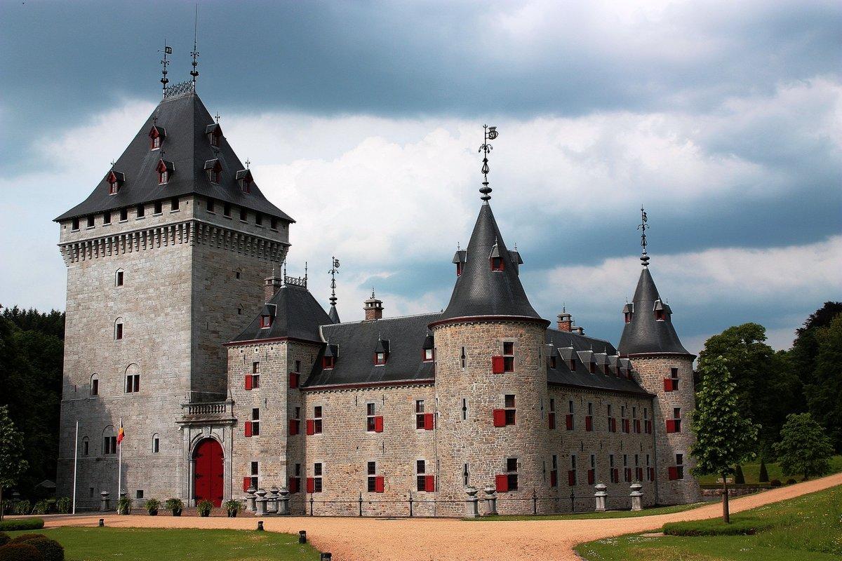 История средневековых замков на самом деле история появления замков берет свое начало даже не средневековье, а в гораздо более ранние времена, возможно, что еще доисторические.