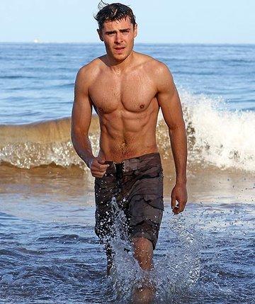 Сексуалные мужчины на пляже