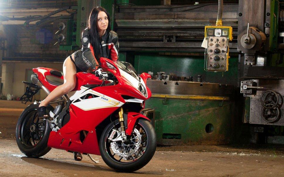 Азиатские девушка на мотоцикле в трусах фото обнаженных