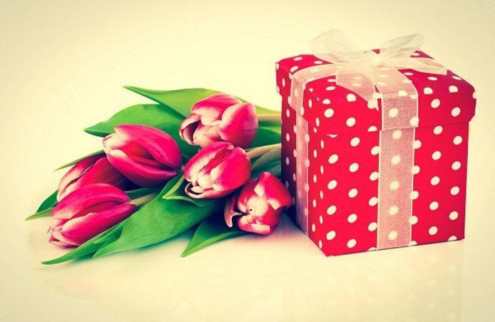 Открытка к 8 марта подарки, открытки днем рождения