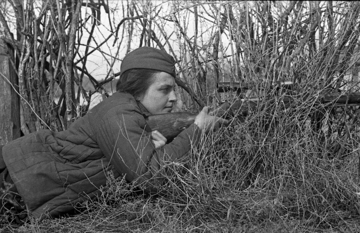 Снайпер Людмила Павличенко, советские снайперы, убей немца, смерть немецким оккупантам