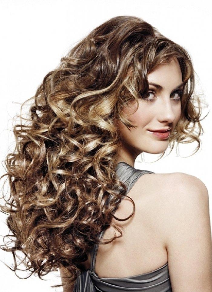 Мелирование на вьющиеся волосы