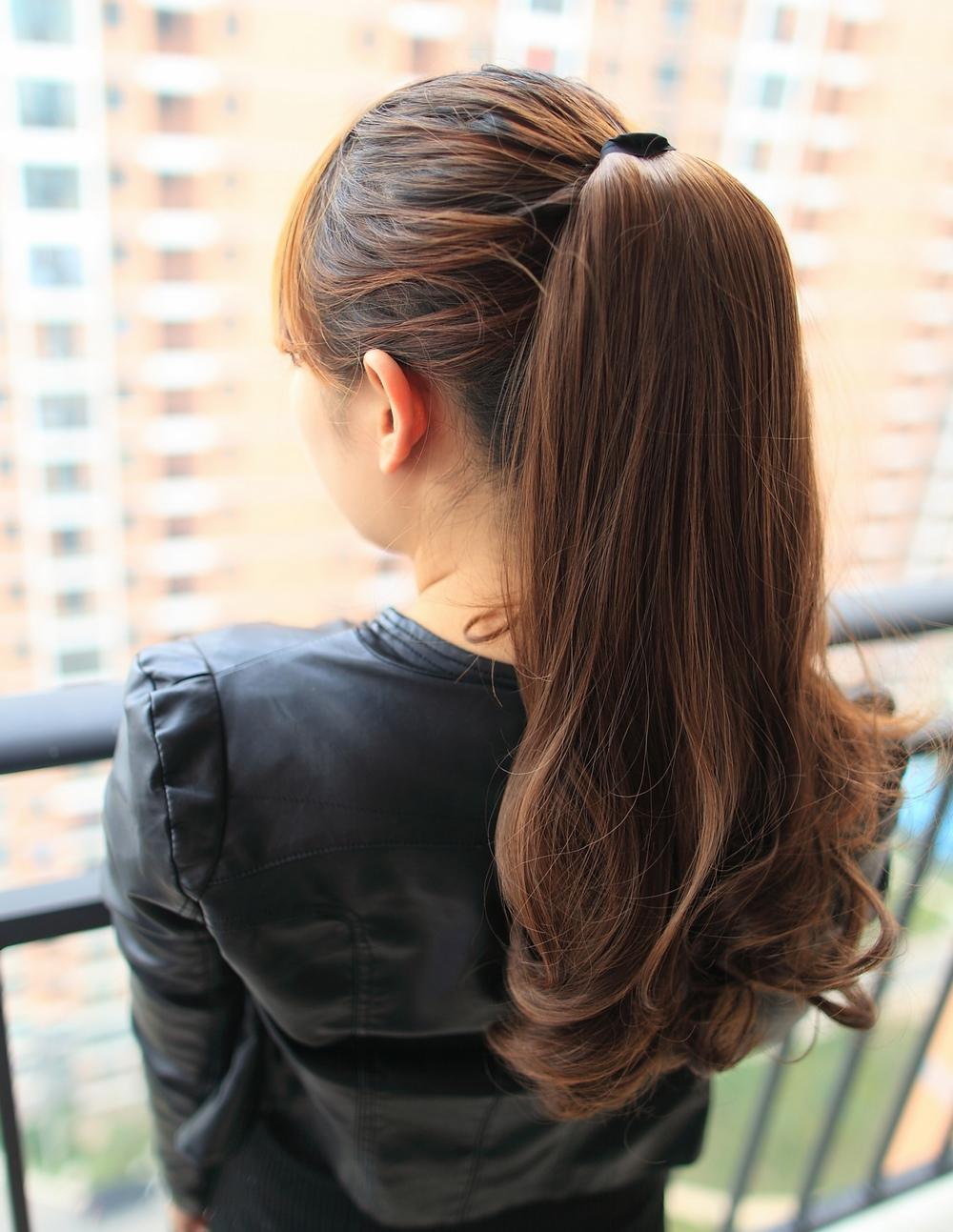 Красивые девушки со спины и с коричневыми волосами