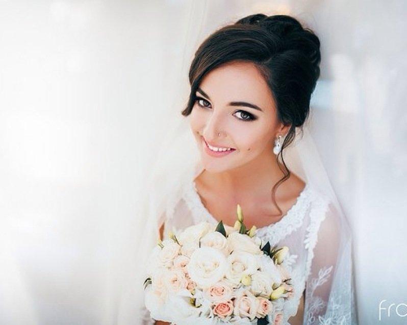 Свадебная прическа под фату: законченность и изысканность образа