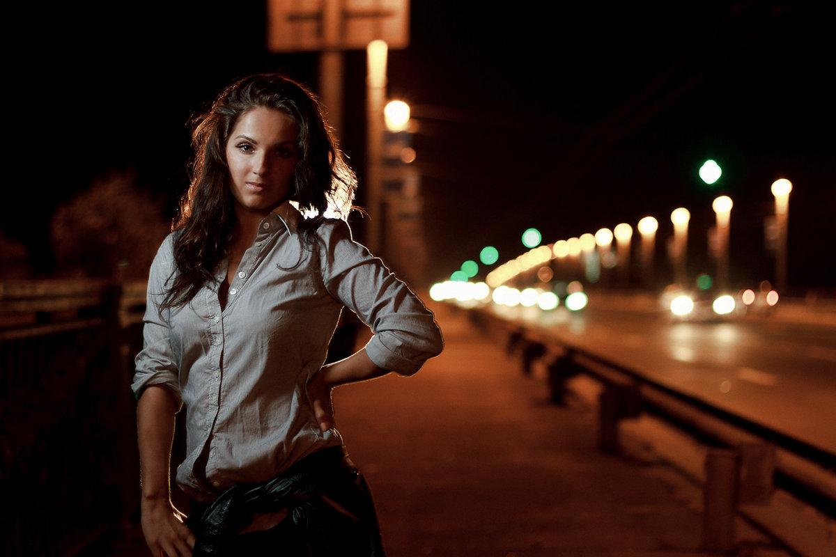 Снять девушку ночью на улице