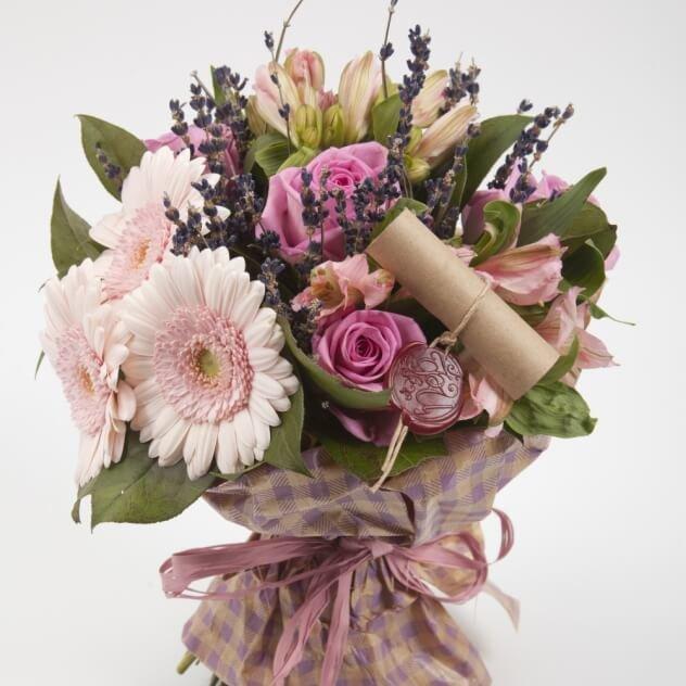 Купить, букет из живых цветов на день рождения маме