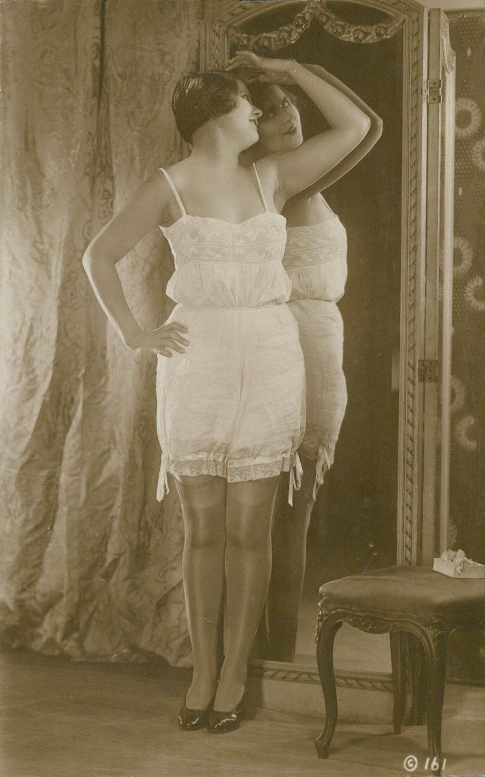 картинки женщины в панталонах
