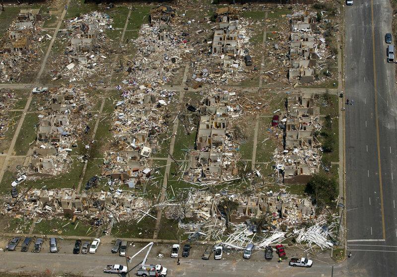 11. Между 25 и 28 апреля на США обрушились 362 торнадо, из них 312 - всего лишь за одни сутки.