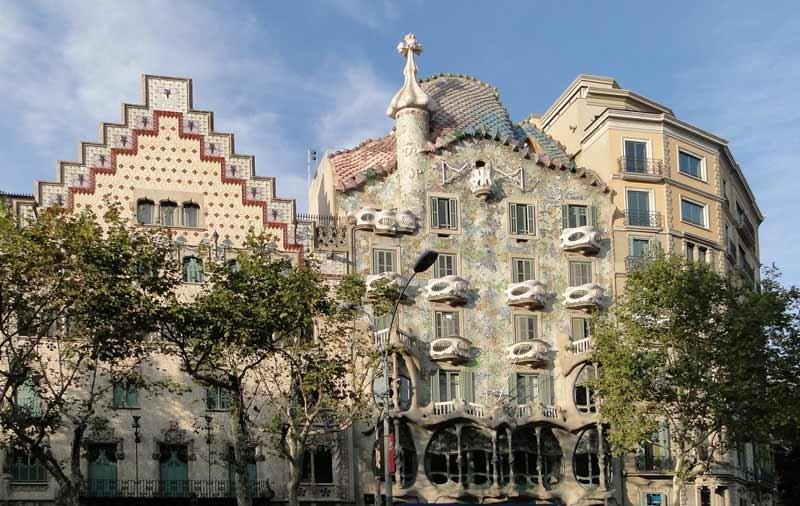Что посетить в Барселоне, достопримечательности: фото, интересные места,  парки, храмы, фонтаны, памятники - Мир стран