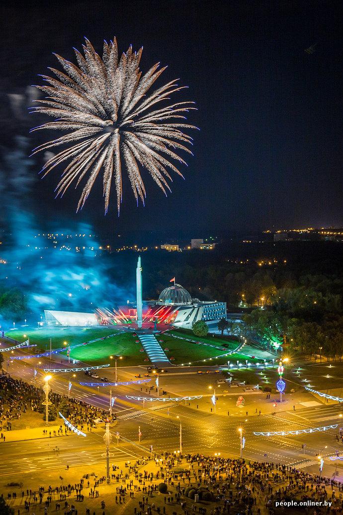 Фотофакт: праздничный салют в столице в честь Дня города - Люди onliner.by
