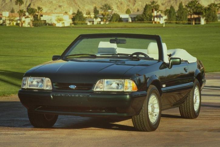 Фотографии 1990 Ford Mustang. Фото, заставки и обои для рабочего стола c автомобилем Ford Mustang 1990 года. VERcity
