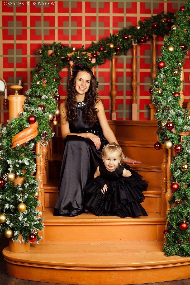 Новогодняя семейная  фотосессия с ребенком. Студия Leonastage