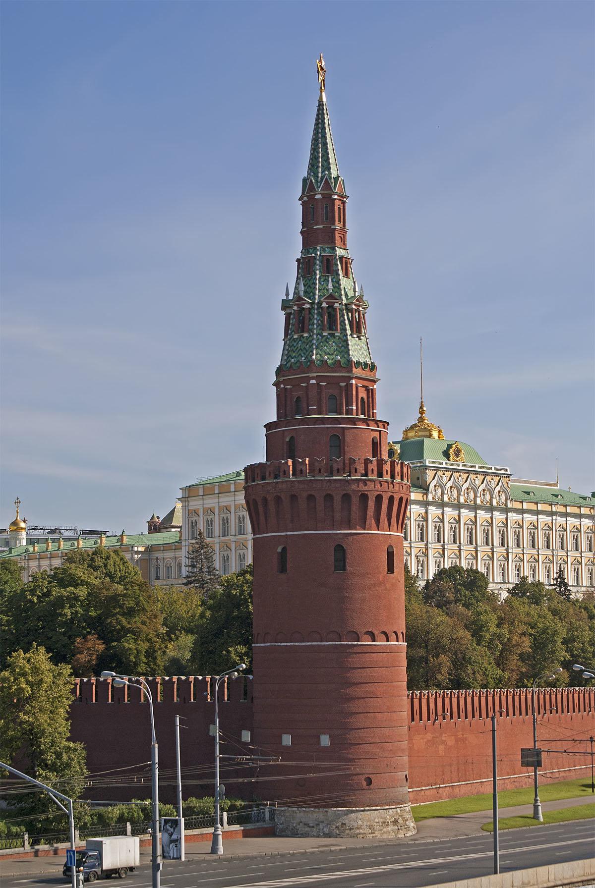 башни россии фото и названия чаще полянах