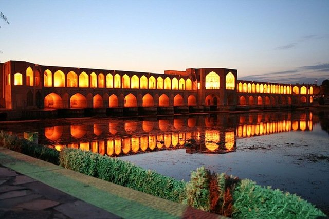 Мост Кхаджу