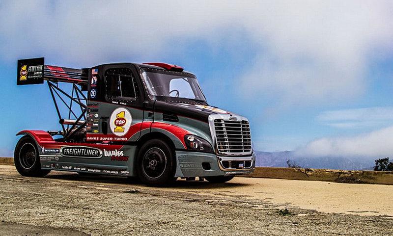 На Pikes Peak  грузовик мощностью в 2000 л.с. показал «класс» дрифта На Pikes Peak  грузовик мощностью в 2000лс Фото 02 – HorsePowers - автомобильный интернет портал