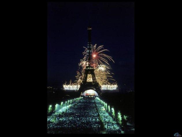 Обои Салют на фоне Эйфелевой башни, Париж, фото, картинки