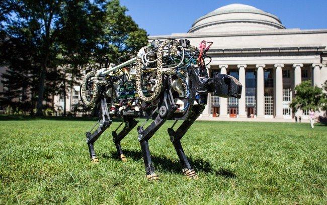 Робот Cheetah научился перепрыгивать препятствия на бегу