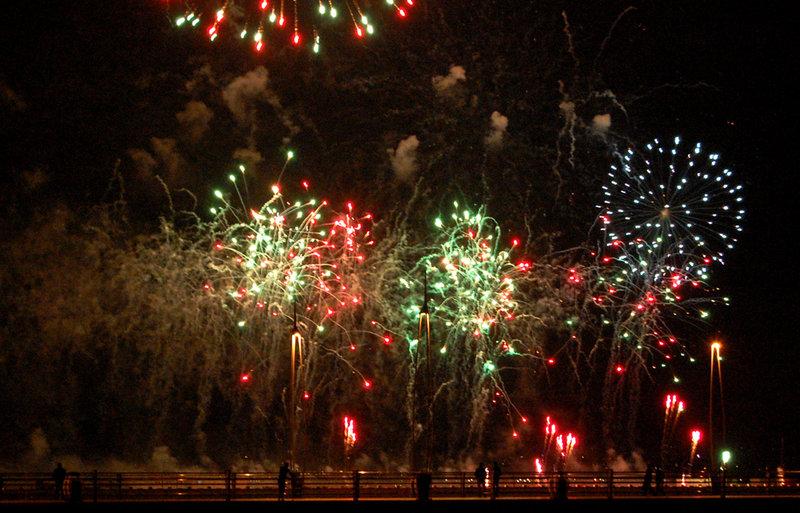 В Баку состоялся праздничный салют (ФОТО)