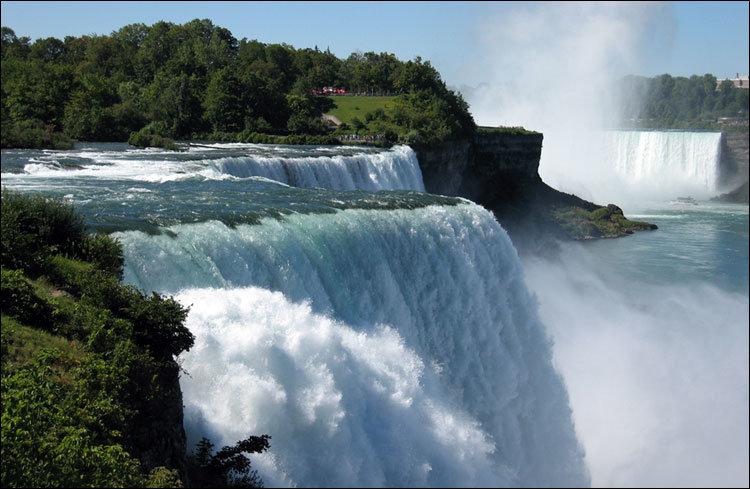 Вид на Ниагарский водопад с американского берега