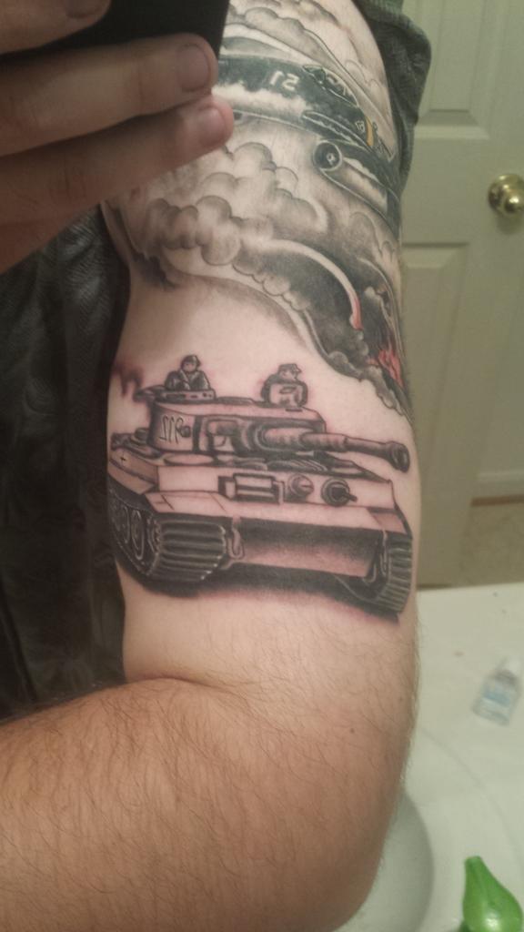 фото танкистов тату окончания
