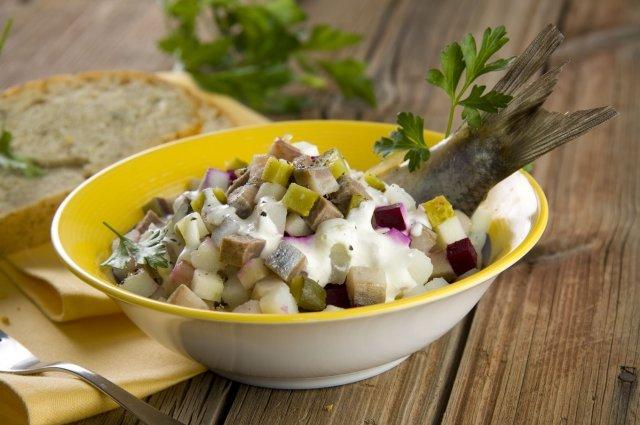 салат с соленой селедкой рецепты с фото