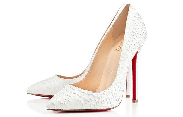 Белые туфли с красной подошвой