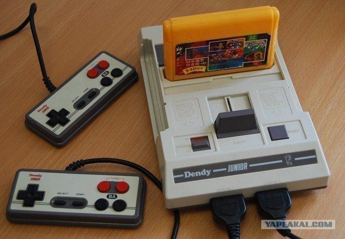 Старенькая игровая консоль