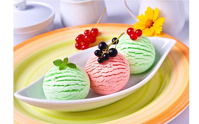 Домашние рецепты с мороженым: [b]Жареное мороженое[/b]    Да, мы не опечатались: жареное мороженое. Это простой в приготовлении, но очень необычный с точки