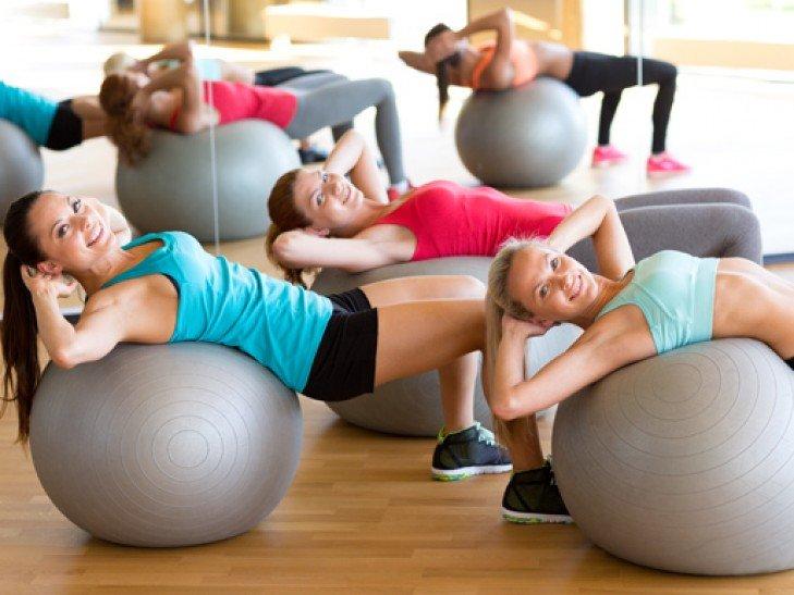 Фитбол: 6 самых эффективных упражнений