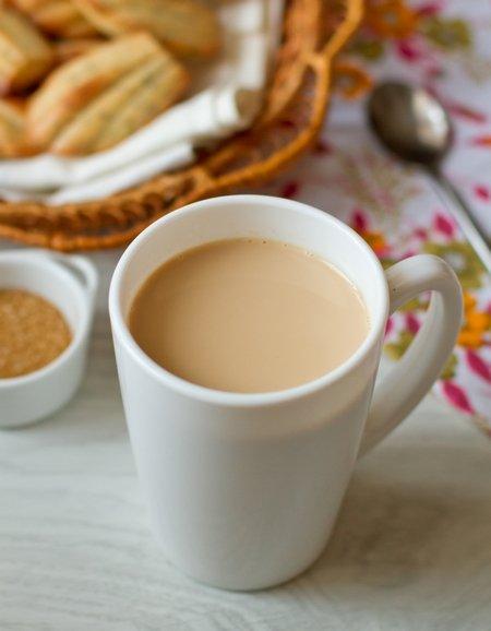 Индийский имбирный чай с молоком
