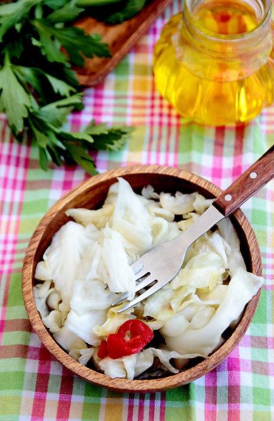 Квашенная капуста с сельдереем и острым перцем