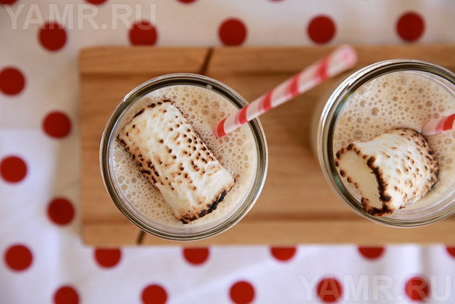 Молочный коктейль с пастилой
