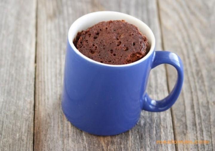 Простой шоколадный кекс в кружке