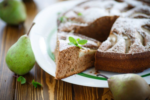 Шоколадный пирог с грушей в мультиварке