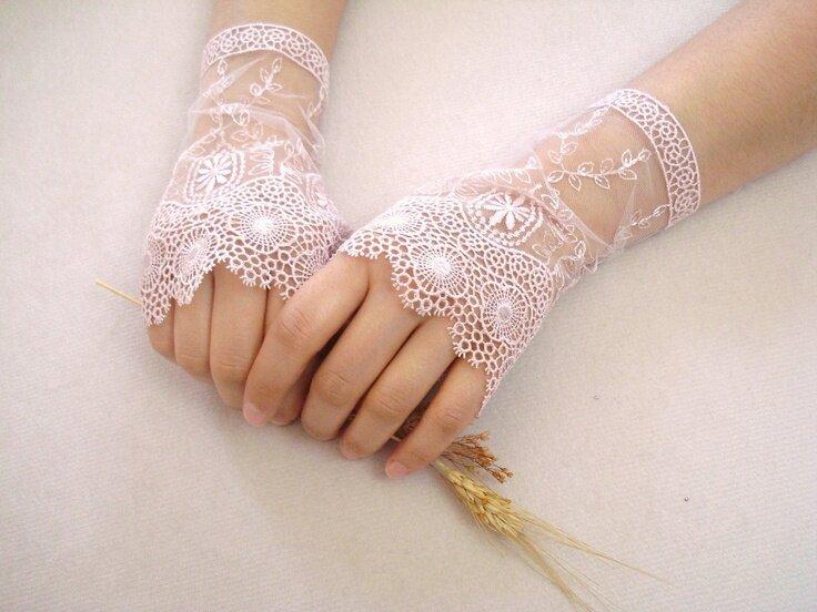 28 Pretty Bridal Gloves Ideas