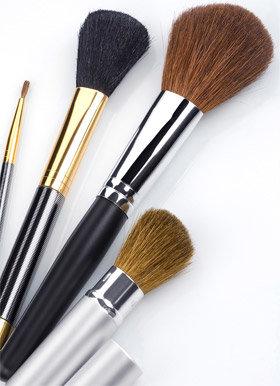 Как чистить кисти для макияжа