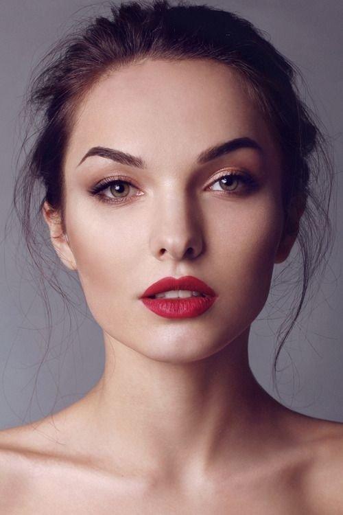 Кому она идет и как подобрать красную помаду брюнеткам и блондинкам. Варианты макияжа: 35 фото образов