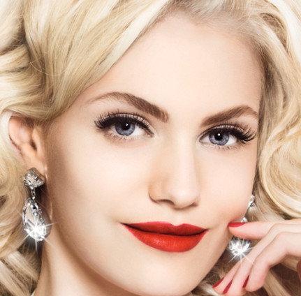 Кроваво-красные губы - модная тенденция 2012