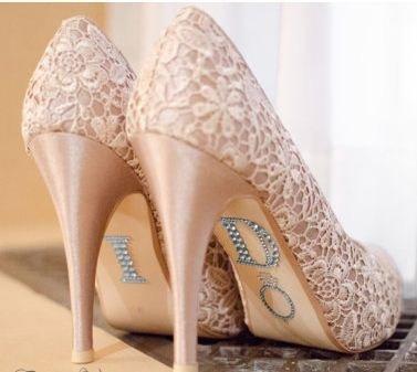 Надписи на туфельках невесты