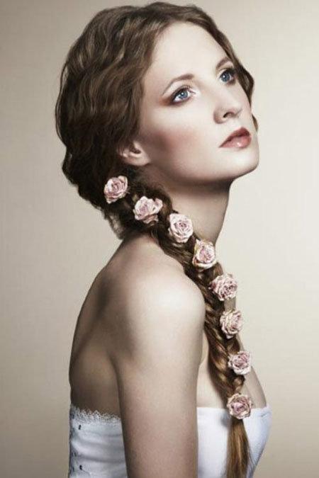 Прическа длинные волосы с цветами