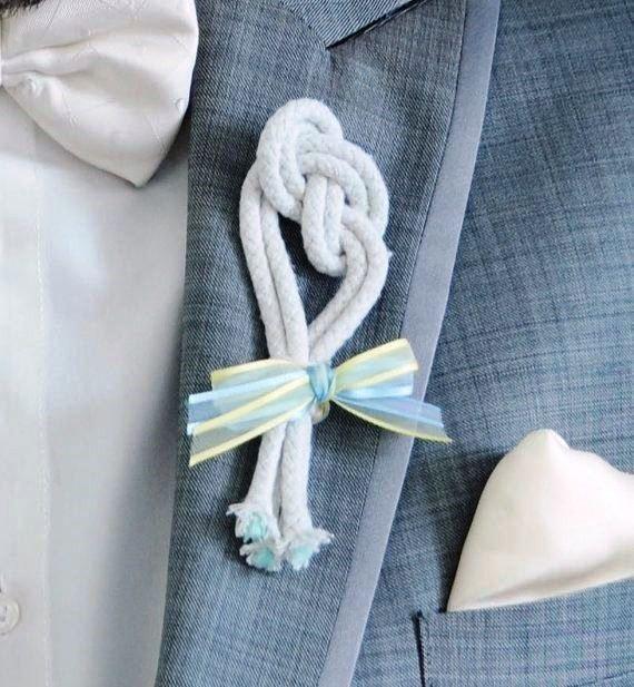 Оригинальная бутоньерка жениха для морской свадьбы