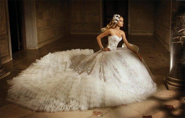 Шлейф с пышным свадебным нарядом должен гармонировать. Фото с сайта ledi-web.narod.ru