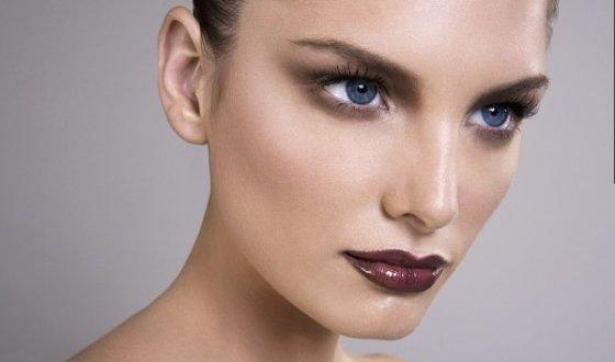 Смоки айс для голубых глаз, поэтапная схема нанесения макияжа