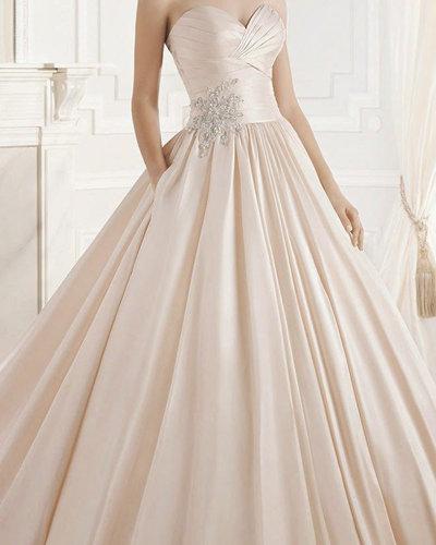 Свадебные платья оттенка крем